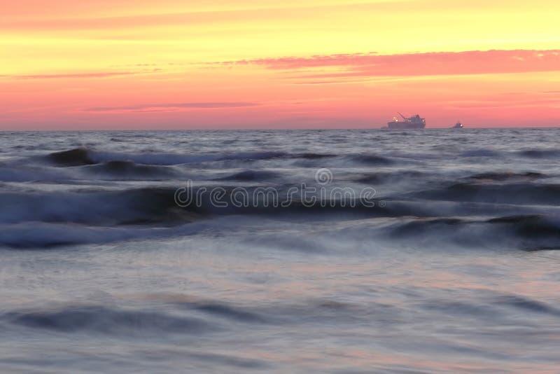 Ζωηρόχρωμο βράδυ από τη θάλασσα της Βαλτικής στοκ εικόνες με δικαίωμα ελεύθερης χρήσης