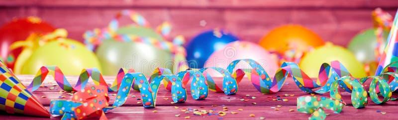 Ζωηρόχρωμο εορταστικό κόμμα ή έμβλημα καρναβαλιού στοκ εικόνα με δικαίωμα ελεύθερης χρήσης