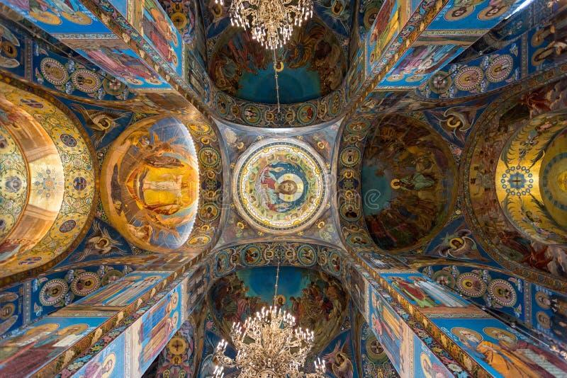 Ζωηρόχρωμο εσωτερικό και μωσαϊκά στην εκκλησία του Savior στο αίμα στη Αγία Πετρούπολη, Ρωσία στοκ εικόνες