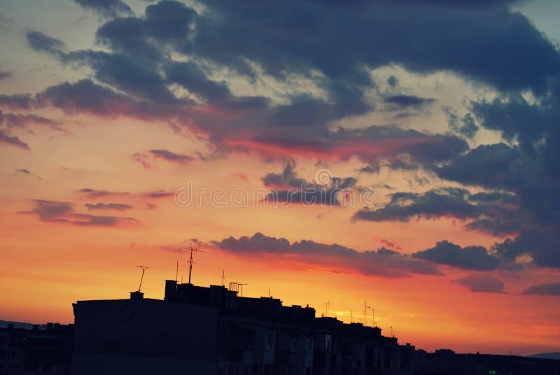 Ζωηρόχρωμο ηλιοβασίλεμα στην πόλη της Sofia στοκ φωτογραφία με δικαίωμα ελεύθερης χρήσης
