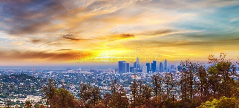 Ζωηρόχρωμο ηλιοβασίλεμα στο Λος Άντζελες στοκ φωτογραφία με δικαίωμα ελεύθερης χρήσης