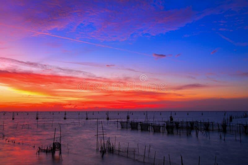 ζωηρόχρωμο ηλιοβασίλεμα στοκ φωτογραφία με δικαίωμα ελεύθερης χρήσης