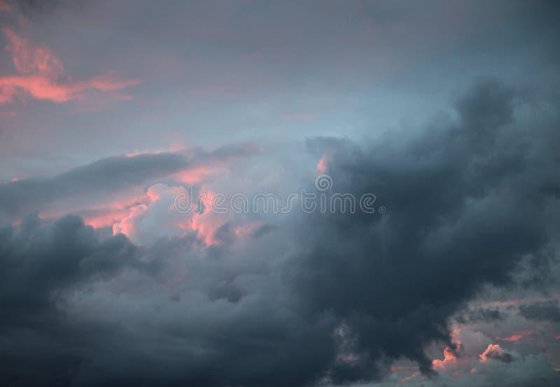 ζωηρόχρωμο ηλιοβασίλεμ&alph στοκ φωτογραφίες με δικαίωμα ελεύθερης χρήσης