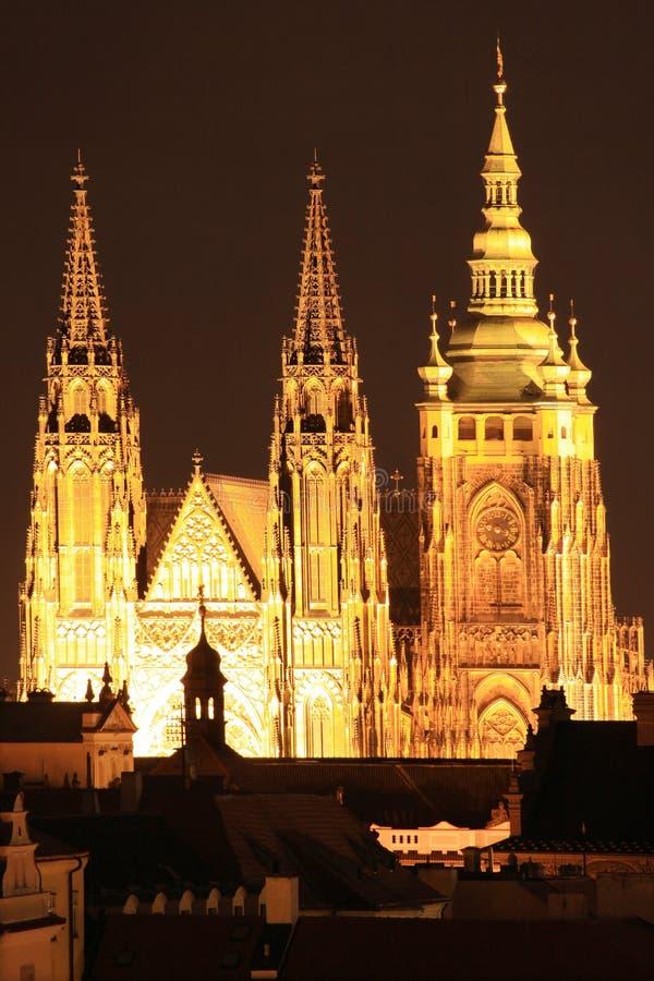 Ζωηρόχρωμο Κάστρο της Πράγας νύχτας στοκ φωτογραφία με δικαίωμα ελεύθερης χρήσης