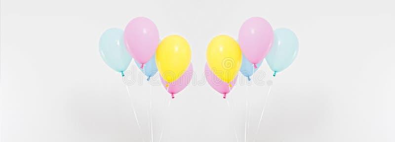 Ζωηρόχρωμο κολάζ υποβάθρου μπαλονιών κομμάτων, σύνολο Εορτασμός, διακοπές, θερινή έννοια πρότυπο εστιατορίων σχεδίου έννοιας κενό στοκ εικόνες
