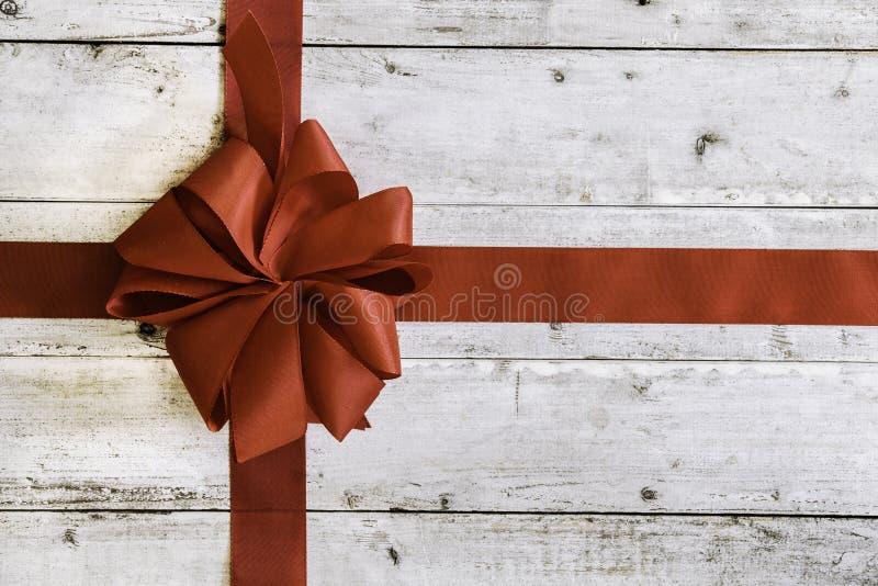 Ζωηρόχρωμο κόκκινο τόξο Χριστουγέννων στοκ εικόνες με δικαίωμα ελεύθερης χρήσης