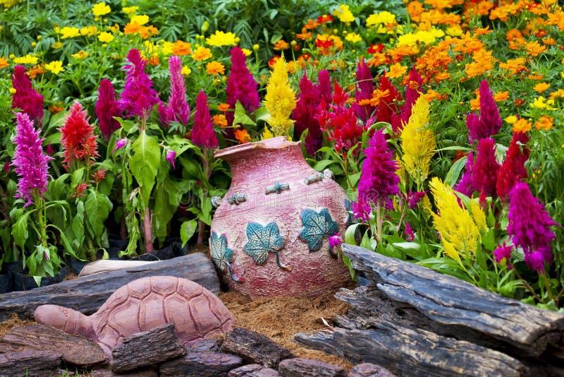 Ζωηρόχρωμο μικρό σχέδιο κήπων στοκ εικόνες