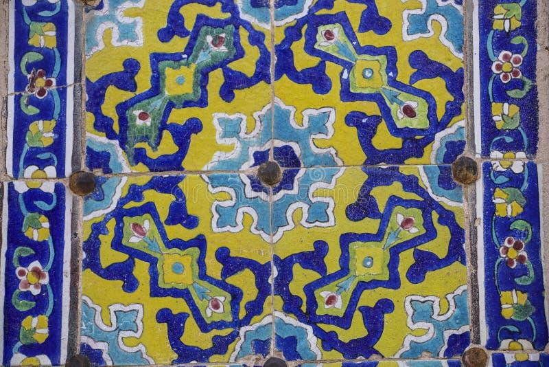 Ζωηρόχρωμο μωσαϊκό και κεραμικά κεραμίδια στον τοίχο του παλαιού Jameh Μ στοκ φωτογραφίες με δικαίωμα ελεύθερης χρήσης