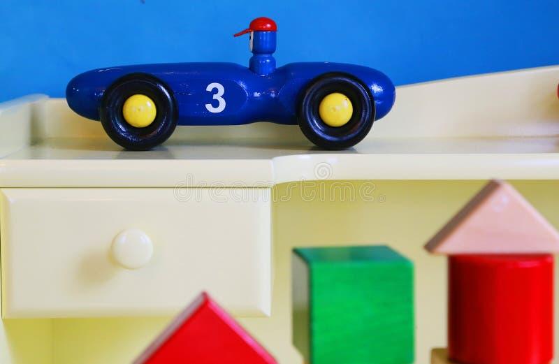 ζωηρόχρωμο παιχνίδι αυτοκινήτων στοκ φωτογραφίες