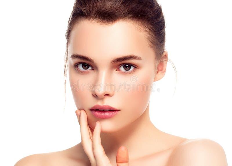 Ζωηρόχρωμο πρόσωπο γυναικών σύνθεσης, όμορφα θερινά makeup WI brunette στοκ εικόνες