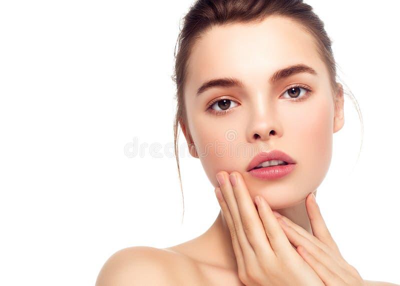 Ζωηρόχρωμο πρόσωπο γυναικών σύνθεσης, όμορφα θερινά makeup WI brunette στοκ εικόνα