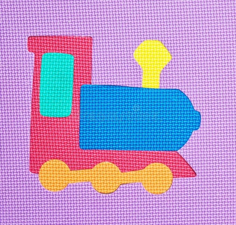 Ζωηρόχρωμο τραίνο - λαστιχένιος γρίφος μωρών στοκ φωτογραφία με δικαίωμα ελεύθερης χρήσης