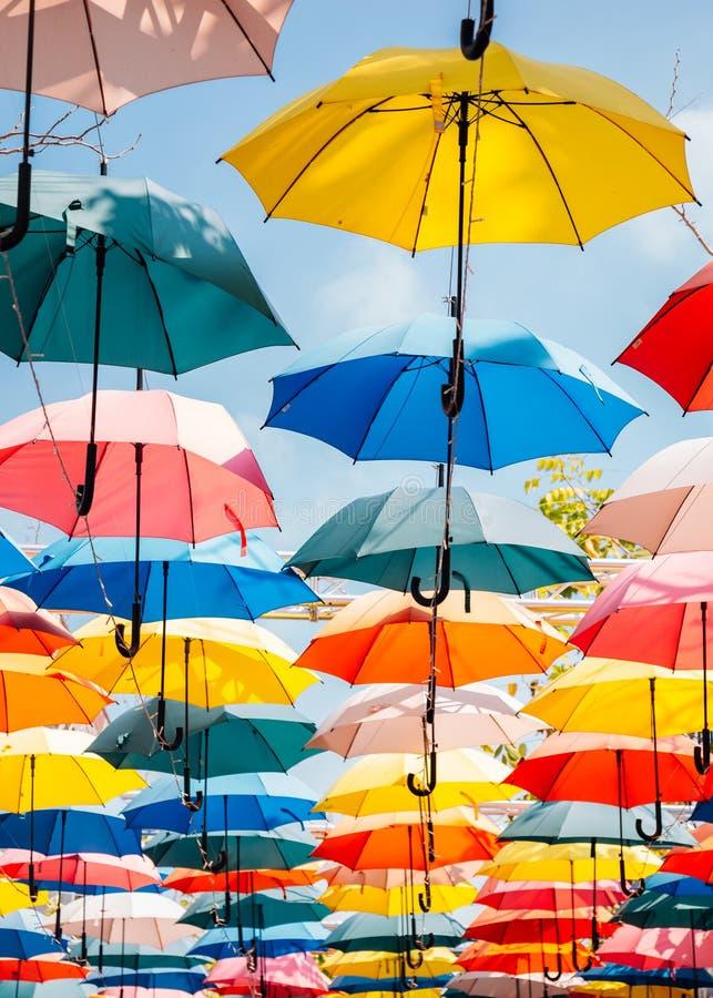 Ζωηρόχρωμο υπόβαθρο ομπρελών στοκ φωτογραφίες