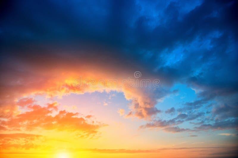 Ζωηρόχρωμο υπόβαθρο ουρανού μετά από το ηλιοβασίλεμα στοκ φωτογραφία