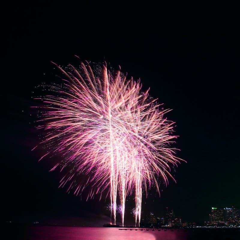 Ζωηρόχρωμο φεστιβάλ πυροτεχνημάτων στον εορτασμό στοκ εικόνα