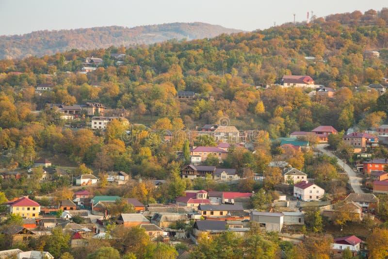 Ζωηρόχρωμο φθινόπωρο στα βουνά στοκ φωτογραφία με δικαίωμα ελεύθερης χρήσης