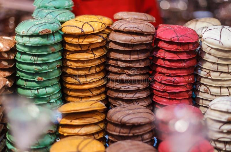 Ζωηρόχρωμο ψωμί πιπεροριζών στην πώληση σε μια γερμανική αγορά Χριστουγέννων στοκ φωτογραφία με δικαίωμα ελεύθερης χρήσης
