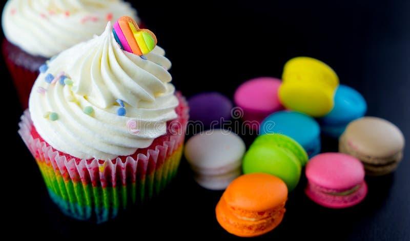 ζωηρόχρωμο cupcake σοκολάτας στοκ φωτογραφία με δικαίωμα ελεύθερης χρήσης