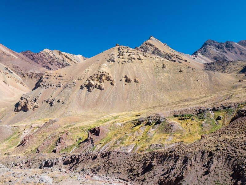 Ζωηρόχρωμο Montain κοντά στο Aconcagua στοκ εικόνες