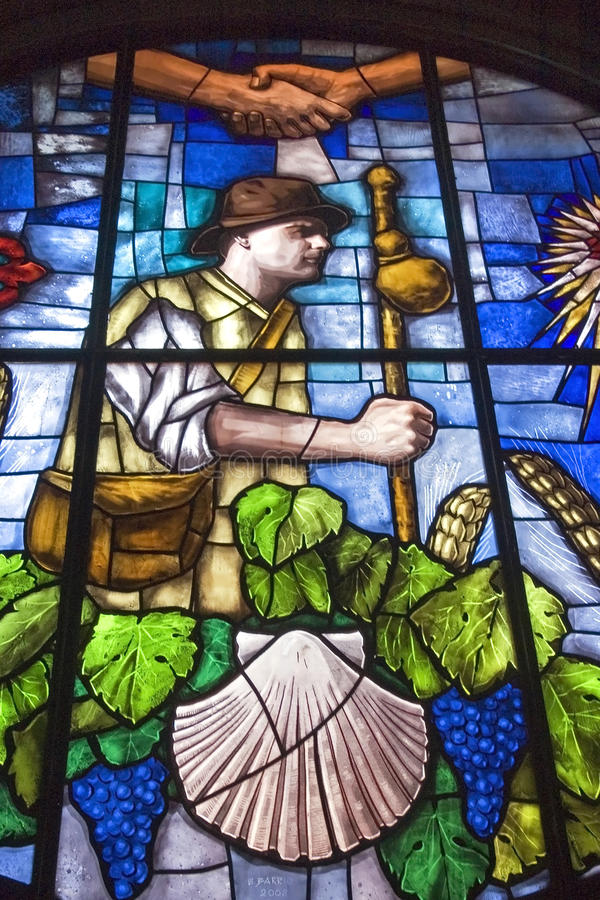 Ζωηρόχρωμο stained-glass παράθυρο στην εκκλησία σε Granon στοκ εικόνα με δικαίωμα ελεύθερης χρήσης