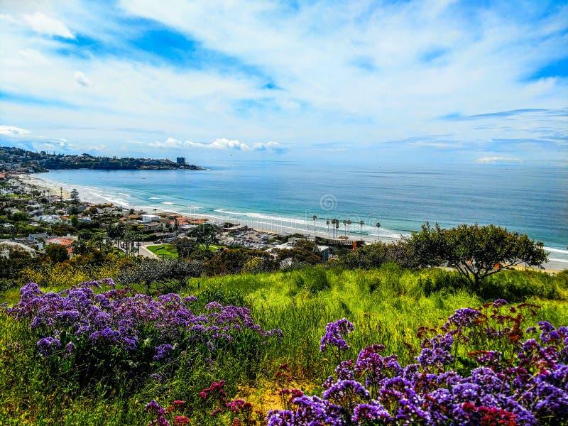 Ζωηρόχρωμο Vista της ακτής Καλιφόρνιας στοκ εικόνες