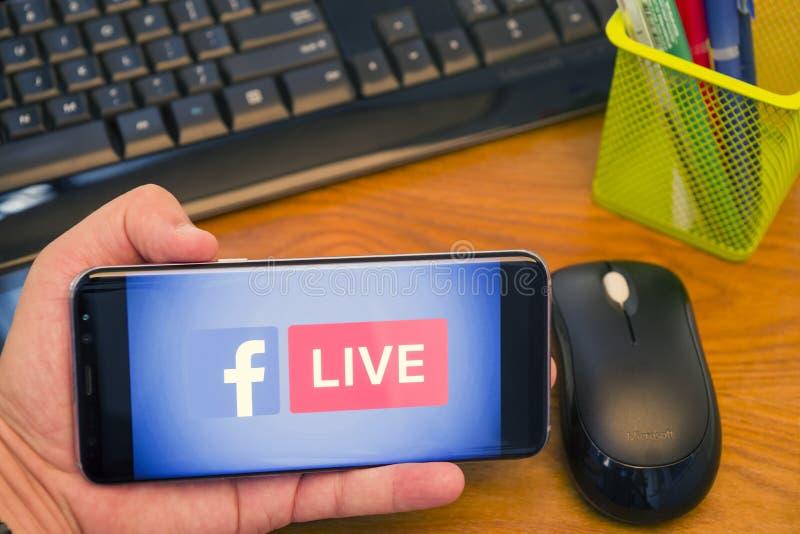Ζωντανό λογότυπο Facebook στη Samsung κινητή στοκ φωτογραφίες με δικαίωμα ελεύθερης χρήσης