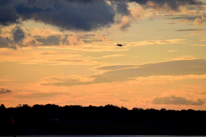 Ζωντανό φόντο Sunset στοκ εικόνα με δικαίωμα ελεύθερης χρήσης