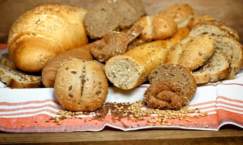 Ζύμες και ψωμιά στοκ εικόνα με δικαίωμα ελεύθερης χρήσης