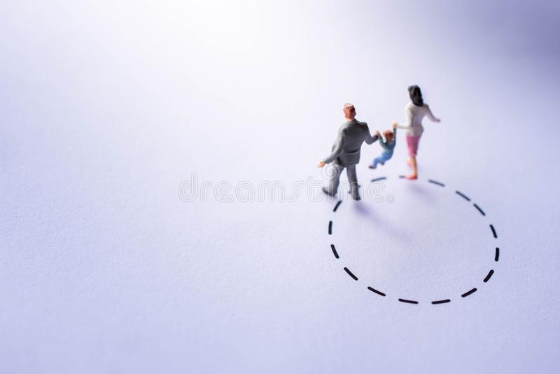 Ζώνη άνεσης για την έννοια παιδιών παρόν από το μικροσκοπικό αριθμό ευτυχή στοκ φωτογραφία με δικαίωμα ελεύθερης χρήσης