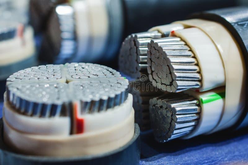 Ηλεκτρικά καλώδια αργιλίου δύναμης στοκ εικόνες με δικαίωμα ελεύθερης χρήσης