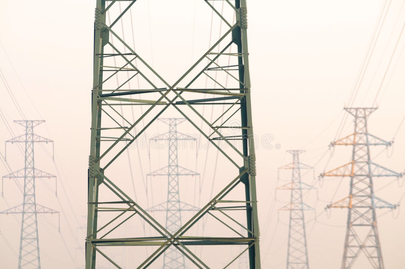ηλεκτρικοί πυλώνες στοκ φωτογραφία με δικαίωμα ελεύθερης χρήσης