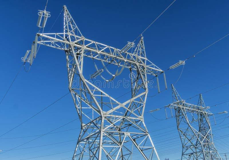 Ηλεκτρικοί πύργος & καλώδια στοκ φωτογραφία με δικαίωμα ελεύθερης χρήσης