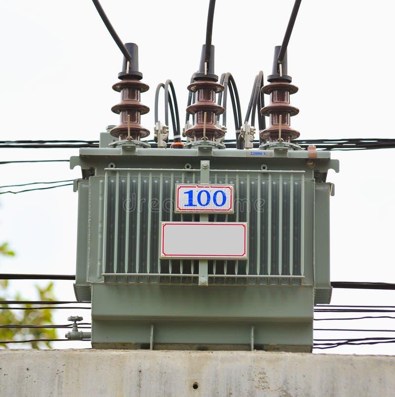 Download ηλεκτρικός μετασχηματιστής στοκ εικόνα. εικόνα από ανεφοδιασμός - 22799469