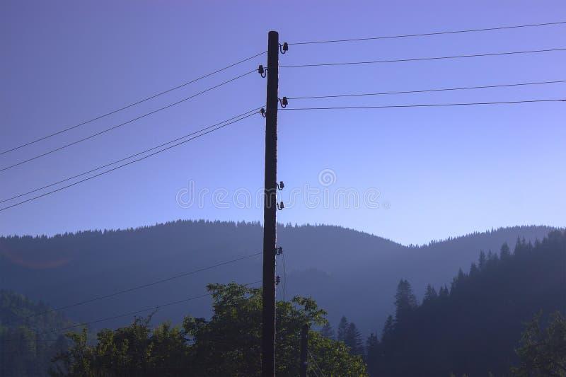 ηλεκτρικός ξύλινος πόλος μετάδοσης στοκ φωτογραφίες με δικαίωμα ελεύθερης χρήσης