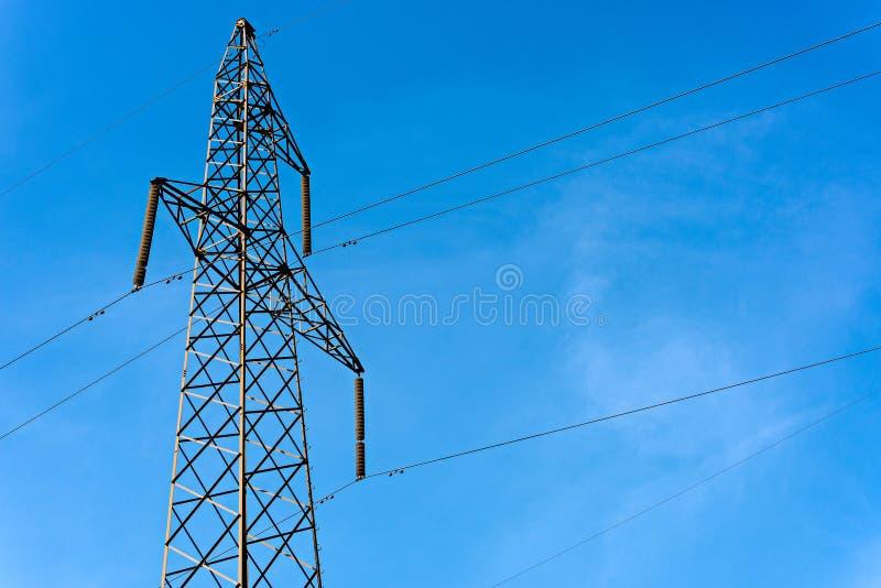 Ηλεκτρικός πύργος με τα υψηλής τάσεως καλώδια στοκ φωτογραφία με δικαίωμα ελεύθερης χρήσης