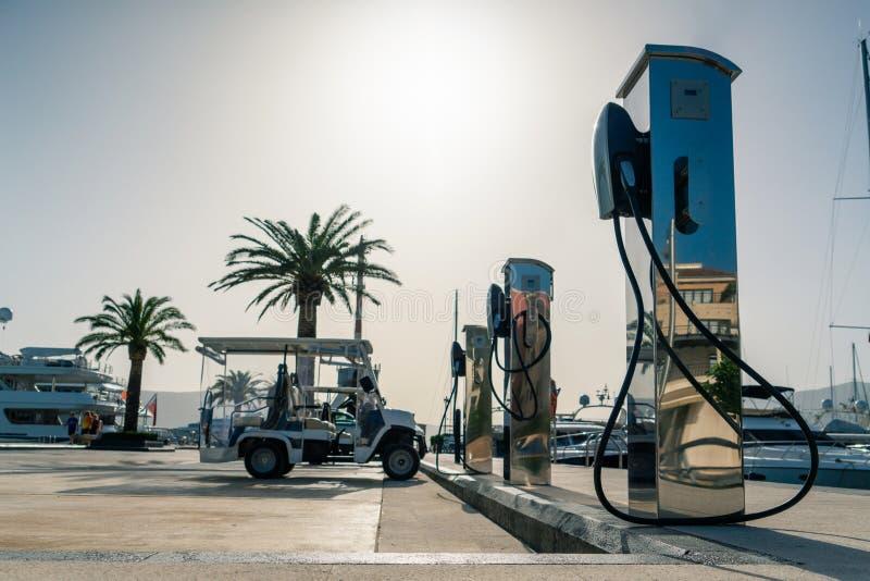 Ηλεκτρικός σταθμός χρέωσης αυτοκινήτων στοκ φωτογραφίες με δικαίωμα ελεύθερης χρήσης