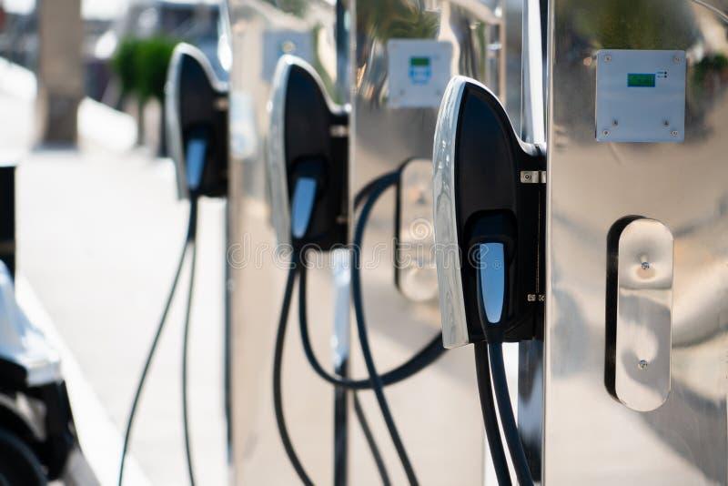 Ηλεκτρικός σταθμός χρέωσης αυτοκινήτων στοκ φωτογραφία