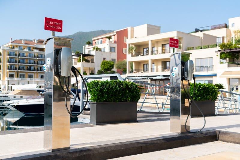 Ηλεκτρικός σταθμός χρέωσης αυτοκινήτων στοκ εικόνα