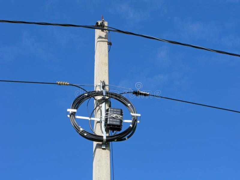 Ηλεκτρικός στυλοβάτης με το πρόσθετο καλώδιο στοκ φωτογραφία με δικαίωμα ελεύθερης χρήσης