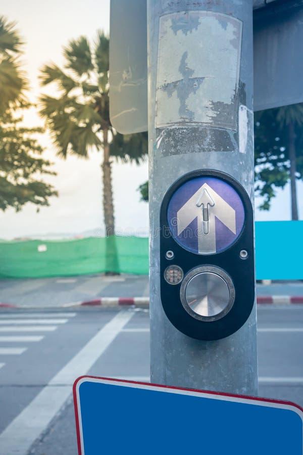 Ηλεκτρικό αίτημα διακοπτών για για τη διάβαση μέσω του acro περπατήματος στοκ φωτογραφία με δικαίωμα ελεύθερης χρήσης