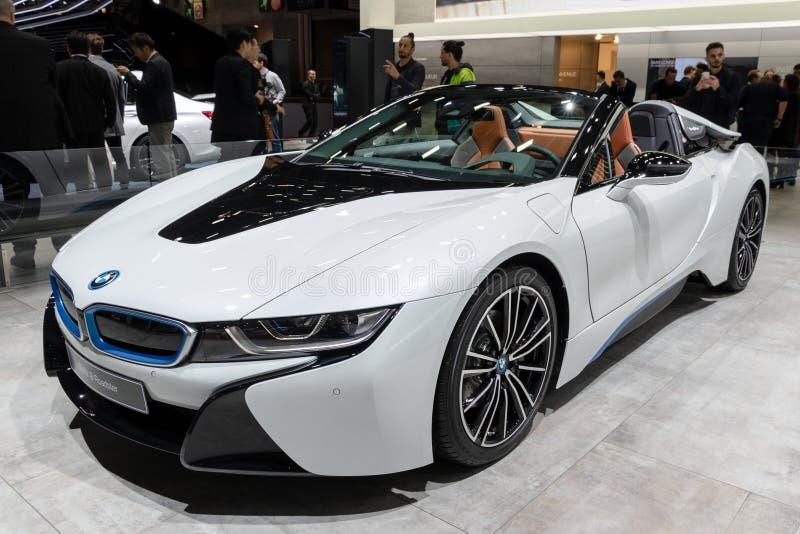 Ηλεκτρικό αθλητικό αυτοκίνητο ανοικτών αυτοκινήτων της BMW i8 στοκ εικόνα