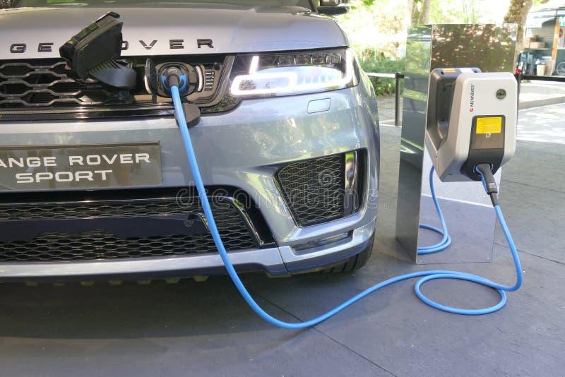 Ηλεκτρικό αυτοκίνητο που χρεώνει το Τορίνο Ιταλία στις 9 Ιουνίου 2018 στοκ εικόνες