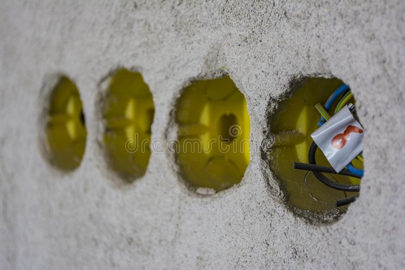 Ηλεκτρικό κιβώτιο, χρήση για την καλωδίωση στα χωριστά ηλεκτροφόρα καλώδια Θέση για τον ηλεκτρικό γρύλο που εγκαθίσταται στον άσπ στοκ φωτογραφίες