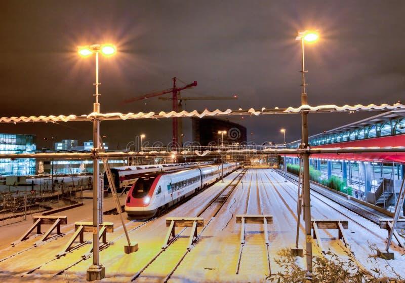ηλεκτρικό σύγχρονο τραίνο στοκ εικόνες με δικαίωμα ελεύθερης χρήσης