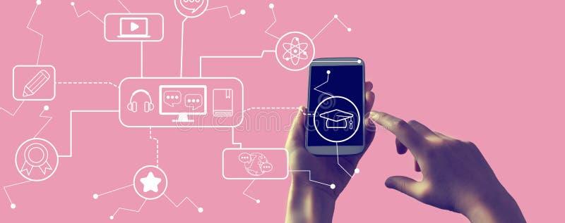 Ηλεκτρονική εκμάθηση με smartphone στοκ φωτογραφία με δικαίωμα ελεύθερης χρήσης