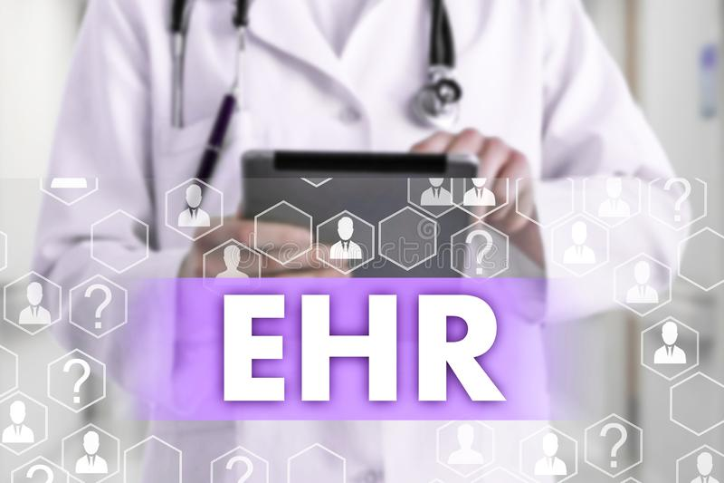 Ηλεκτρονικό αρχείο υγείας ΑΥΤΗ στην οθόνη αφής με τα εικονίδια ιατρικής στο γιατρό θαμπάδων υποβάθρου στοκ φωτογραφίες