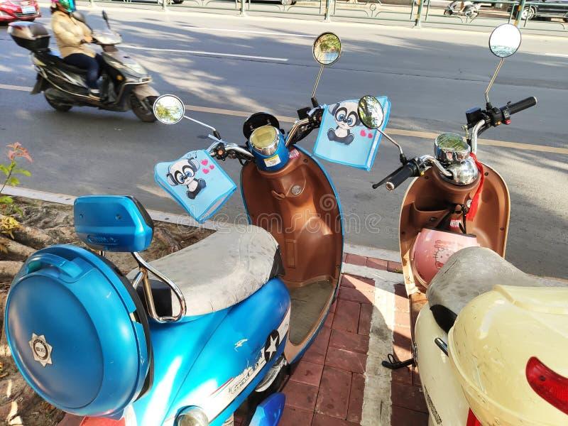 Ηλεκτρο μοτοποδήλατα όμορφα με τα κινούμενα σχέδια στο Hainan στοκ φωτογραφίες