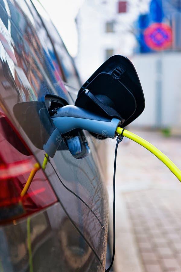 Ηλεκτρο χρέωση της έννοιας αυτοκινήτων στοκ φωτογραφίες με δικαίωμα ελεύθερης χρήσης