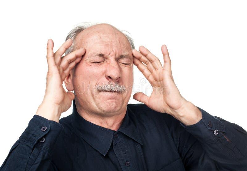 Ηληκιωμένος που πάσχει από έναν πονοκέφαλο στοκ εικόνα με δικαίωμα ελεύθερης χρήσης
