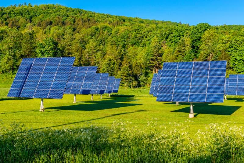 Ηλιακά πλαίσια στον τομέα στο Βερμόντ ΗΠΑ στοκ φωτογραφίες με δικαίωμα ελεύθερης χρήσης